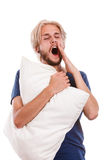 Giovane sonnolento che tiene cuscino bianco Immagine Stock Libera da Diritti