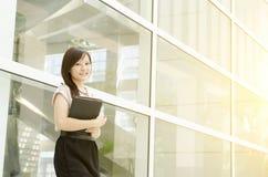 Giovane sorridere asiatico del dirigente di donna Immagini Stock