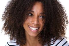 Giovane sorridere attraente della donna dell'afroamericano Fotografia Stock