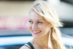Giovane sorridere biondo della donna Immagini Stock Libere da Diritti