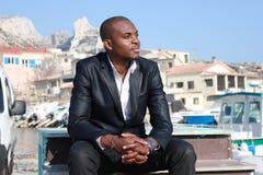 Giovane sorridere dell'uomo di colore, esterno Fotografie Stock Libere da Diritti