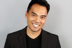 Giovane sorridere filippino dell'uomo immagine stock libera da diritti