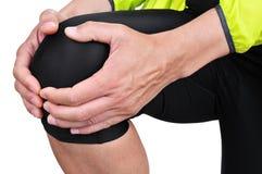 Giovane sportivo con dolore del ginocchio Fotografie Stock