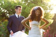 Giovane sposa che fa i fronti divertenti Fotografie Stock Libere da Diritti
