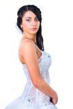 Giovane sposa del brunette in vestito da cerimonia nuziale su bianco Fotografia Stock
