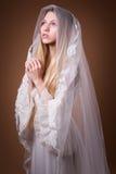 Giovane sposa in studio Immagine Stock