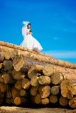 Giovane sposa sul libro macchina immagine stock