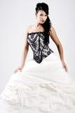 Giovane sposa in vestito da cerimonia nuziale in bianco e nero immagine stock libera da diritti