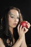 Giovane strega con la mela rossa Immagine Stock Libera da Diritti