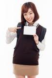 Giovane studente asiatico che mostra carta vuota Fotografia Stock Libera da Diritti