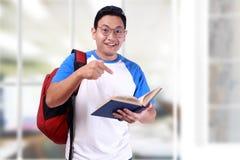 Giovane studente asiatico maschio sorridente felice Fotografia Stock