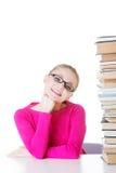 Giovane studente felice con la pila di libri. Immagini Stock Libere da Diritti