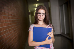 Giovane studentessa bella all'istituto universitario Immagine Stock