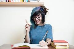 Giovane studentessa felice con i libri Immagine Stock