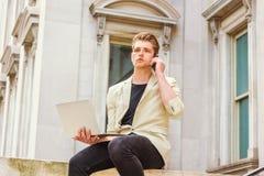 Giovane studio americano dell'uomo, lavorante a New York Immagini Stock