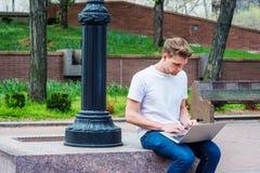 Giovane studio americano dell'uomo, lavorante a New York Fotografia Stock Libera da Diritti