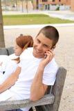Giovane su un telefono delle cellule Fotografie Stock Libere da Diritti