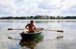 Giovane sulla barca Immagini Stock Libere da Diritti