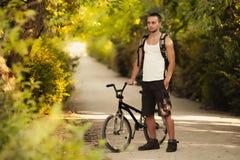 Giovane sulla bici Immagine Stock