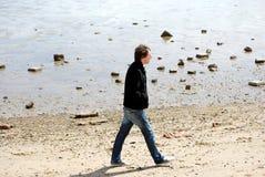 Giovane sulla spiaggia Immagine Stock Libera da Diritti