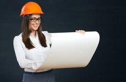 Giovane sviluppatore della donna di affari con il modello Immagini Stock Libere da Diritti