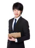 Giovane tenuta asiatica dell'uomo d'affari con il bordo dell'archivio Fotografia Stock Libera da Diritti