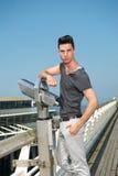 Giovane tipo attraente sulla vacanza Fotografia Stock Libera da Diritti