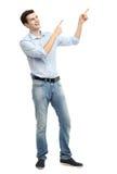 Giovane tipo che indica su Immagini Stock