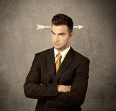 Giovane tipo di vendite con la freccia nella testa Fotografie Stock Libere da Diritti