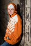 Giovane trafficante di droga alla notte Fotografie Stock