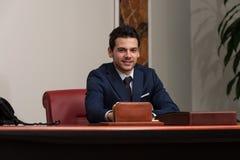 Giovane ufficio bello di Portrait In His dell'uomo d'affari Fotografia Stock Libera da Diritti