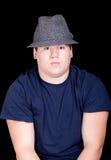 Giovane in una camicia ed in un cappello blu Fotografia Stock Libera da Diritti