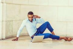 Giovane uomo afroamericano che lavora a New York Immagini Stock