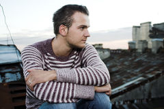 Giovane uomo alla moda Fotografia Stock Libera da Diritti