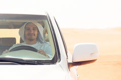 Giovane uomo arabo nel deserto Immagine Stock Libera da Diritti