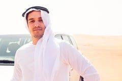 Giovane uomo arabo nel deserto Immagini Stock Libere da Diritti