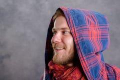 Giovane uomo barbuto in camicia a quadretti Fotografie Stock