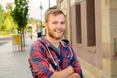 Giovane uomo barbuto in camicia a quadretti Fotografia Stock Libera da Diritti
