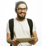 Giovane uomo barbuto felice Fotografia Stock Libera da Diritti