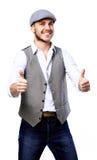 Giovane uomo bello che posa e che dà un pollice su Immagine Stock Libera da Diritti