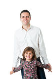 Giovane uomo bello che sta con la piccola figlia sveglia Fotografia Stock