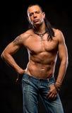 Giovane uomo bello con il torso nudo Immagini Stock