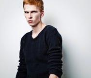 Giovane uomo bello elegante. Fotografie Stock Libere da Diritti