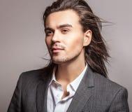 Giovane uomo bello elegante. Ritratto di modo dello studio. Fotografia Stock Libera da Diritti