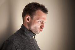 Giovane uomo caucasico emozionale arrabbiato Fotografia Stock Libera da Diritti