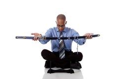 Giovane uomo d'affari bello dell'afroamericano, spada Fotografie Stock