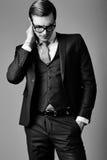 Giovane uomo d'affari bello elegante in un vestito Fotografia Stock