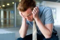 Giovane, uomo d'affari bello frustrato Fotografia Stock