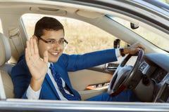 Giovane uomo d'affari che conduce la sua automobile Fotografia Stock Libera da Diritti