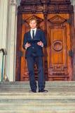 Giovane uomo d'affari che lavora fuori Fotografia Stock Libera da Diritti